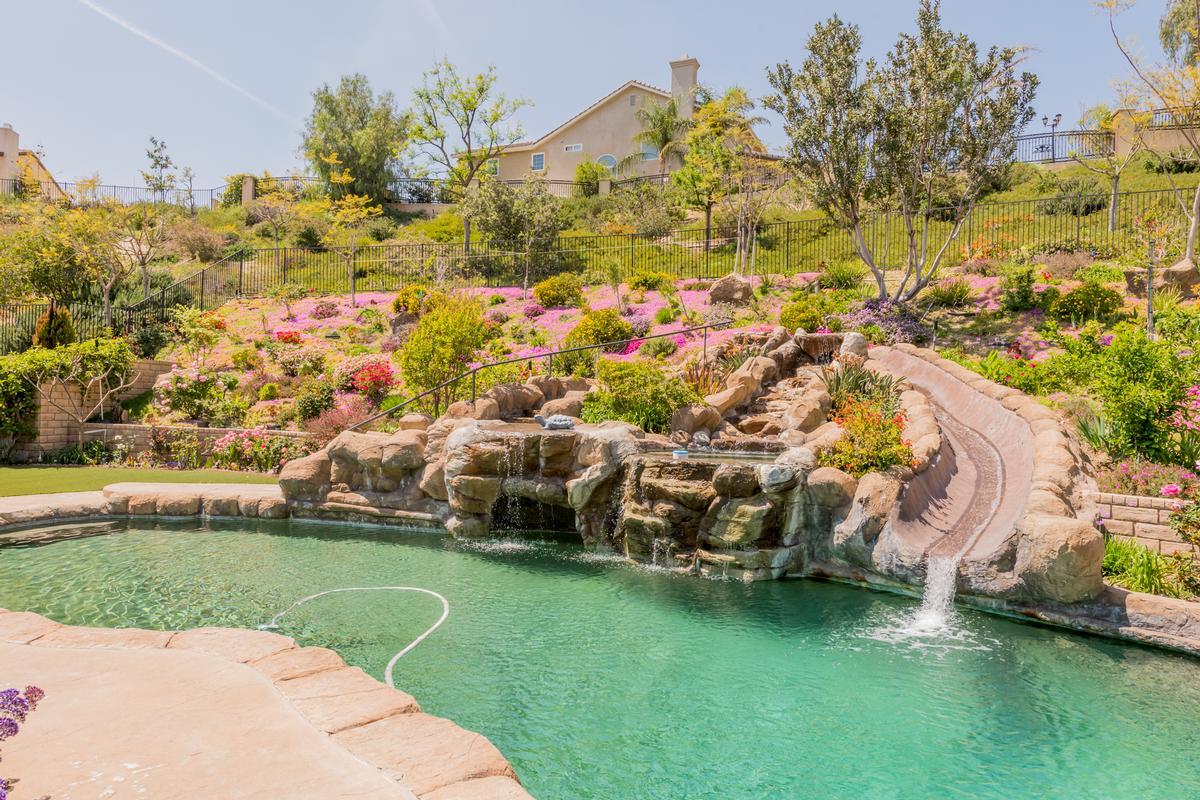 Luxury real estate Exquisite Bridlewood Estates