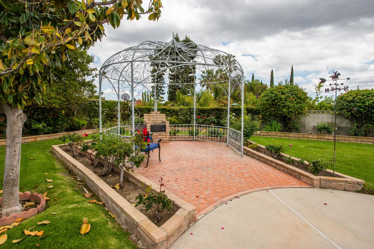 UNIQUE SINGLE STORY GRANADA HILLS POOL HOME  luxury homes