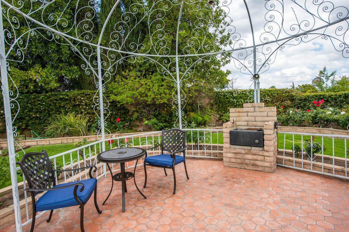 Luxury real estate UNIQUE SINGLE STORY GRANADA HILLS POOL HOME