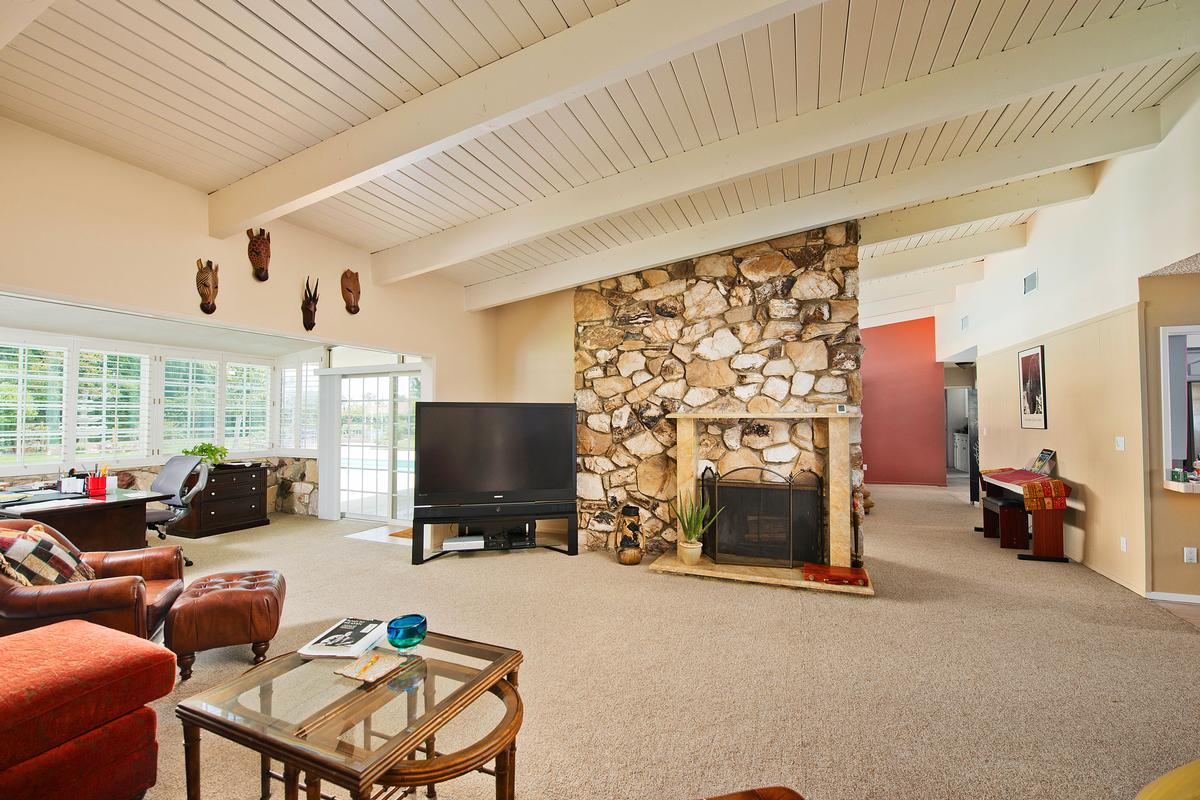 Luxury properties UNIQUE SINGLE STORY GRANADA HILLS POOL HOME