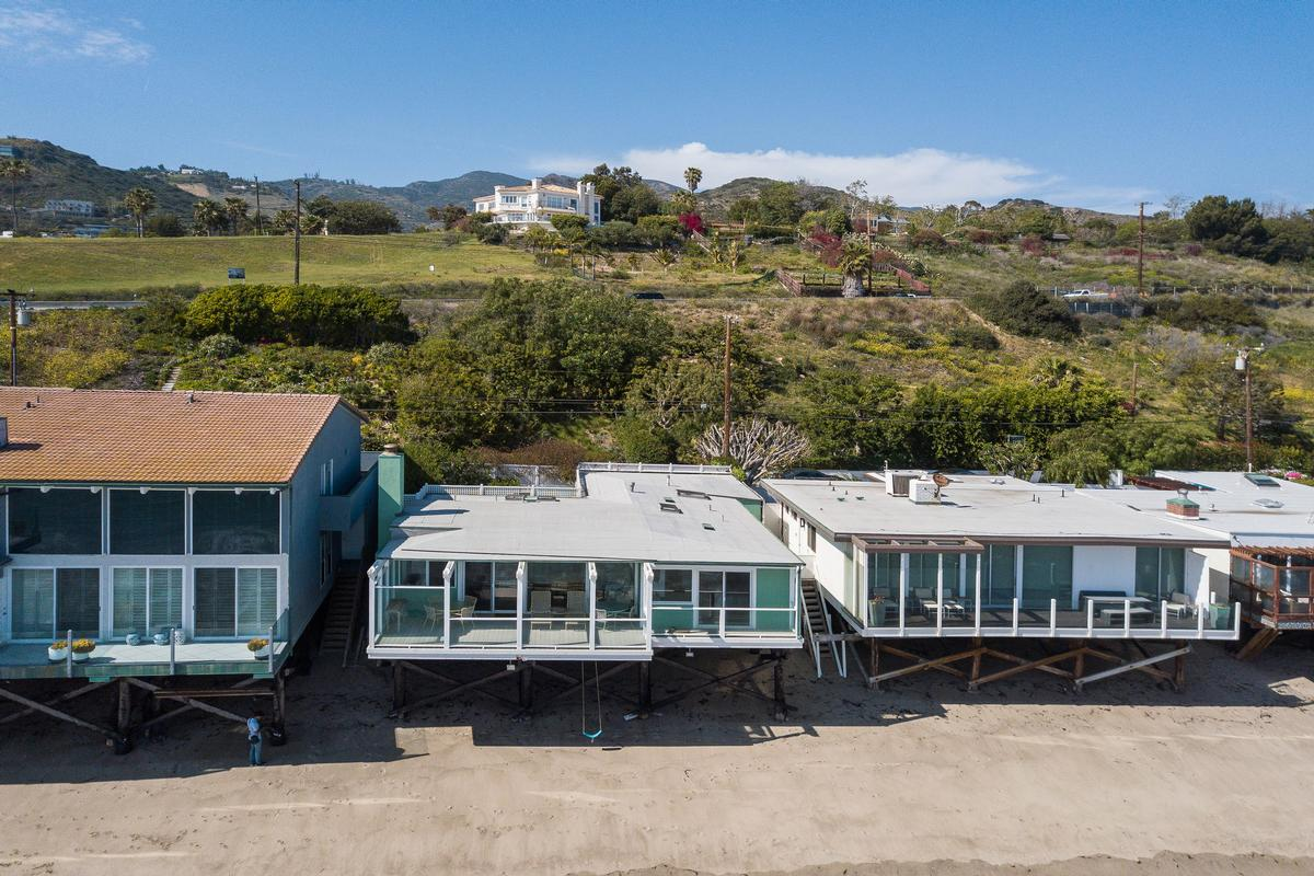 Malibu Cove Colony Bungalow mansions