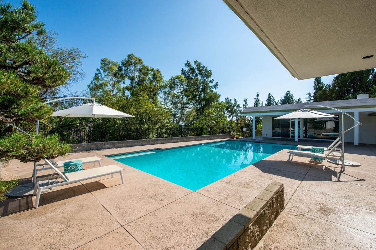 Luxury homes Mid Century Modern Masterpiece
