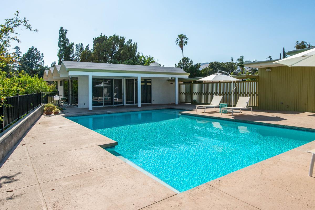 Mid Century Modern Masterpiece luxury real estate