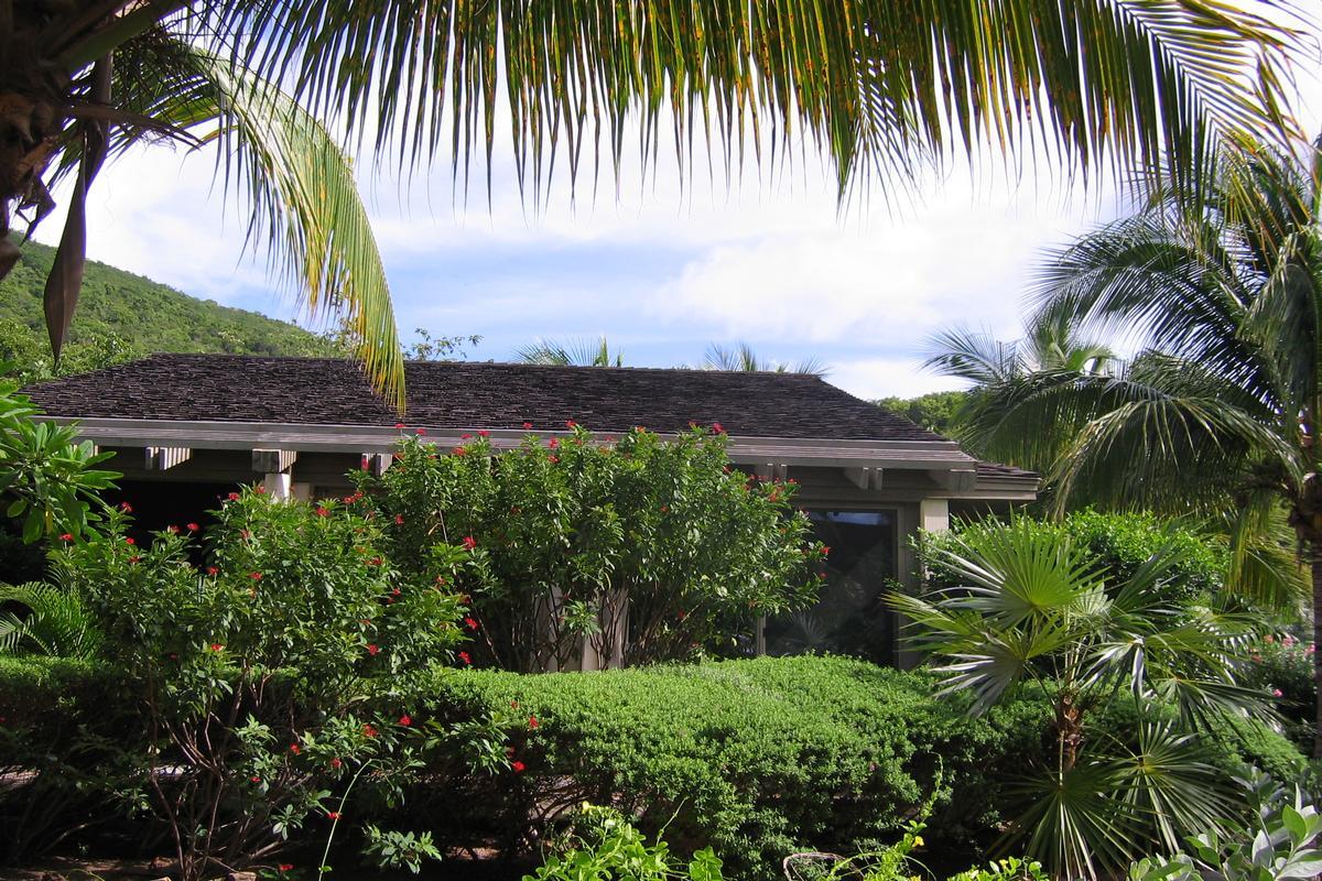 Mansions Enchanting villa in little trunk bay