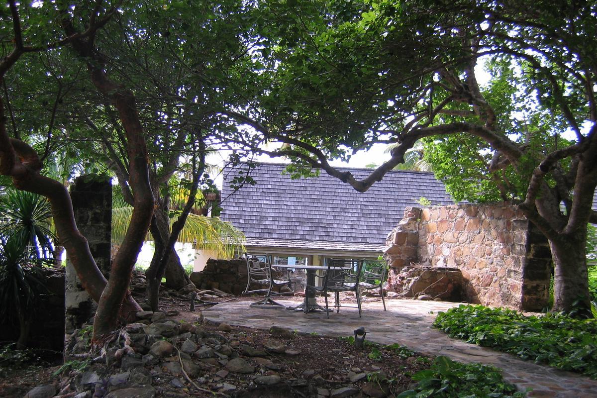 Enchanting villa in little trunk bay mansions