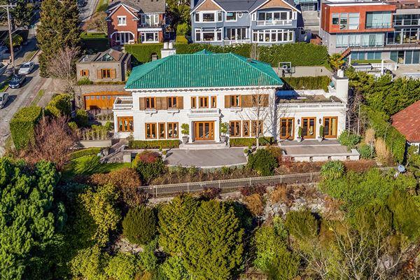 Mansions in the landmark Gibbs House
