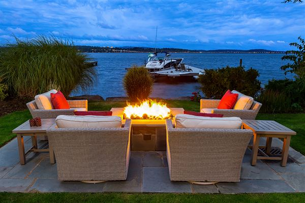 Luxury homes Meticulously constructed waterfront contemporary