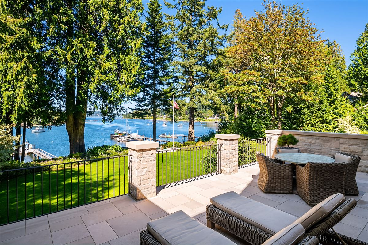 magnificent custom home on Port Madison mansions