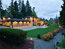 Beautifully Maintained Home in Woodway mansions