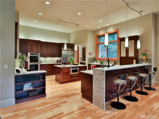 Luxury properties Beautifully Maintained Home in Woodway