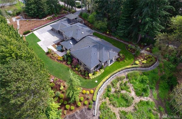 Beautifully Maintained Home in Woodway luxury properties