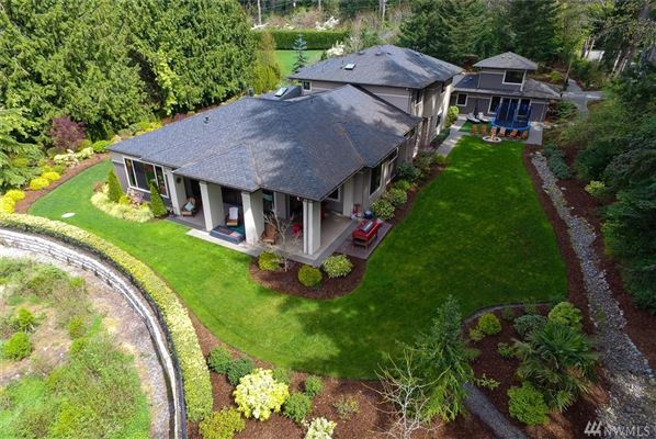 Mansions Beautifully Maintained Home in Woodway