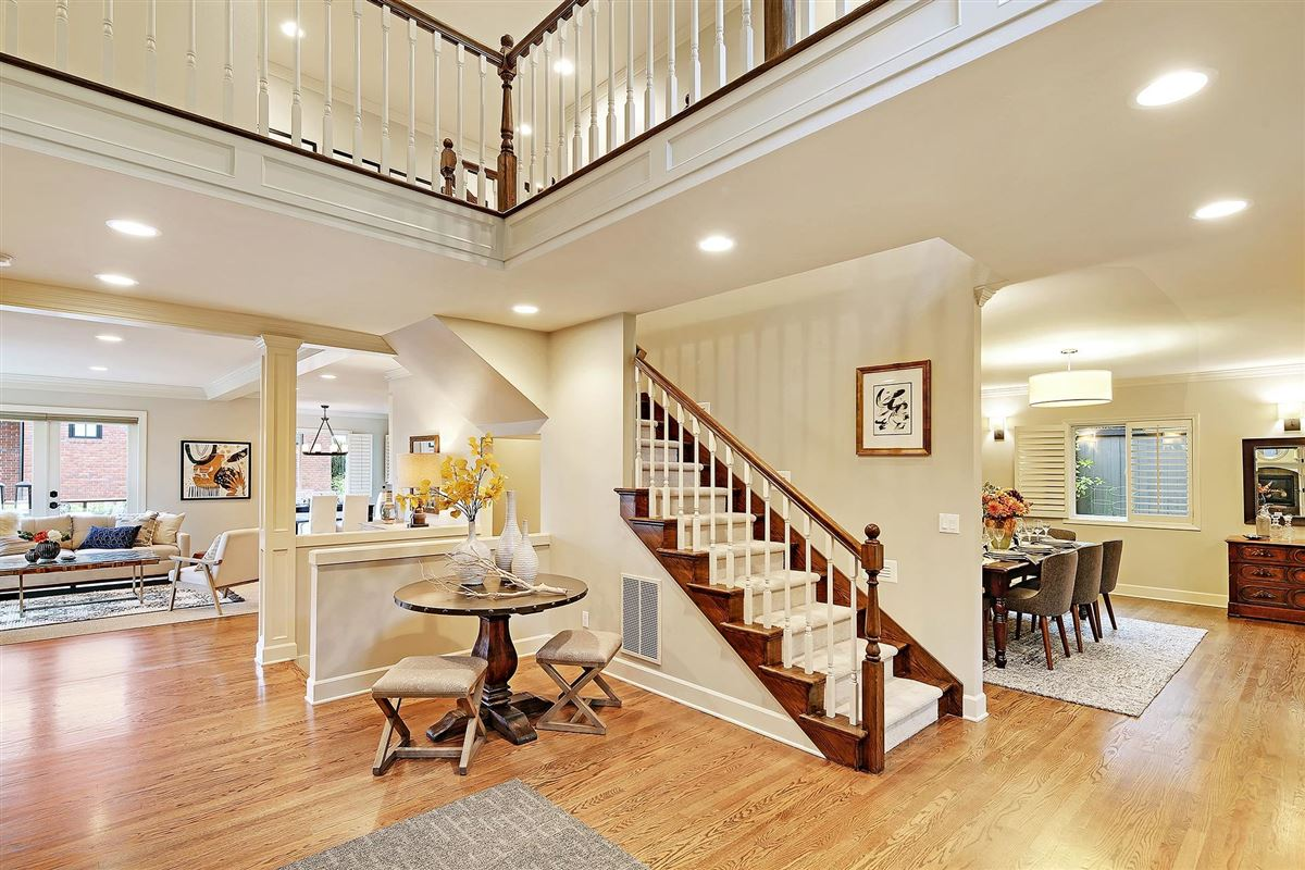 Luxury properties magnificent home in seattle