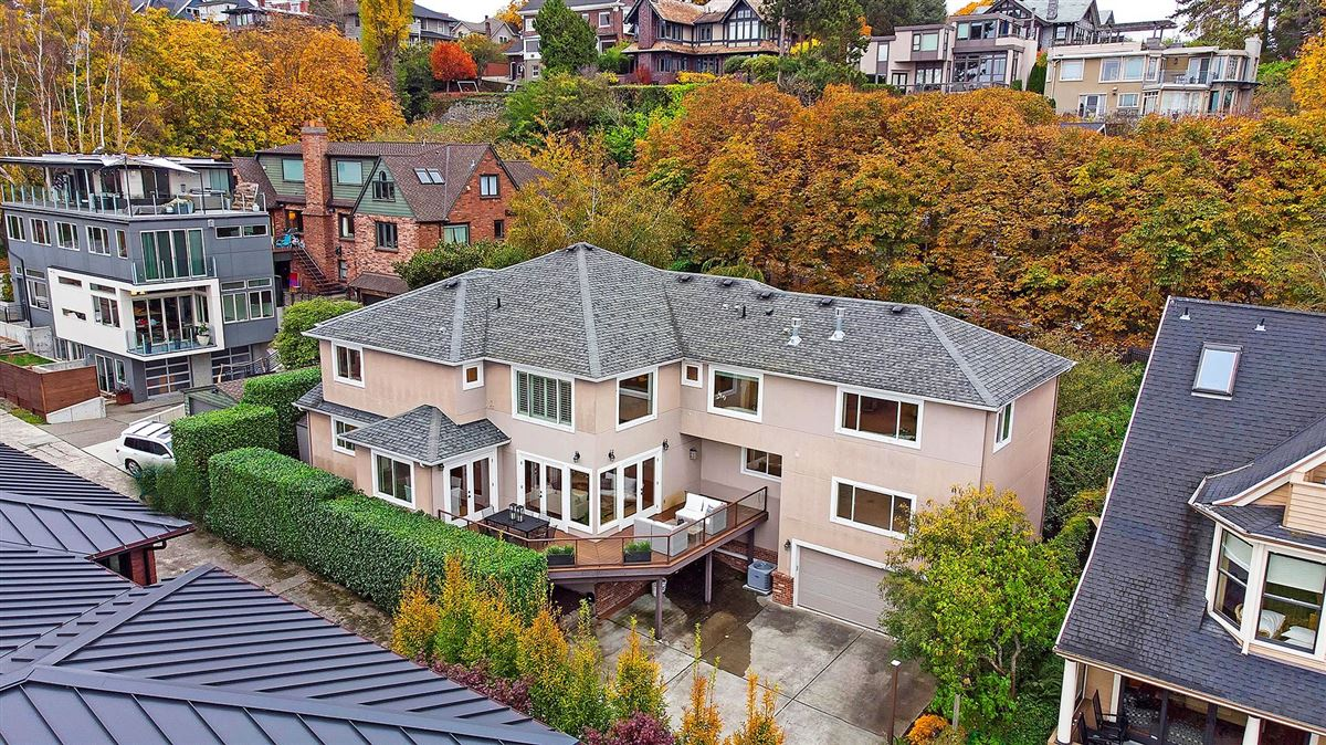 Mansions in magnificent home in seattle