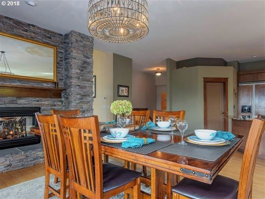 Frank Lloyd Wright Mountain Top Retreat mansions