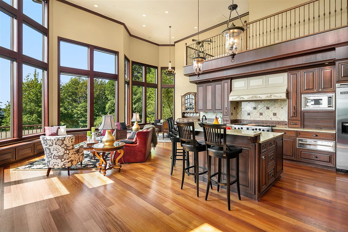 Luxury homes a One-of-a-kind private view estate