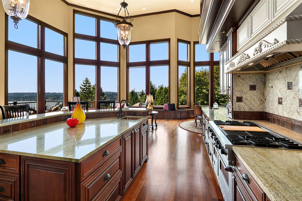 Luxury properties a One-of-a-kind private view estate