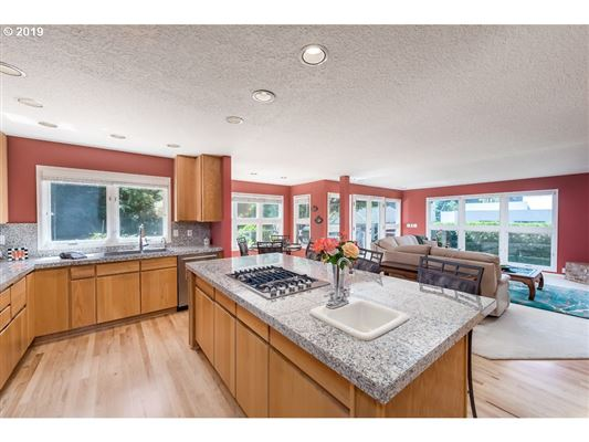 Mansions in Beautiful Echo Pointe Home with Willamette River Boat Slip