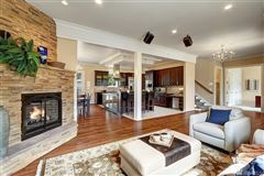 Mansions in magnificent custom home in ideal location