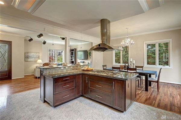 magnificent custom home in ideal location luxury homes