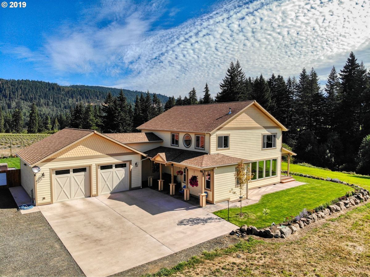 Luxury homes Beautiful new home with stunning Mt. Hood views