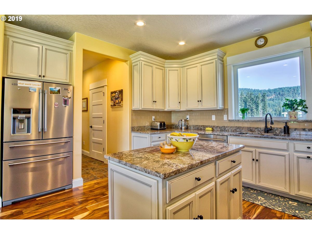 Luxury real estate Beautiful new home with stunning Mt. Hood views