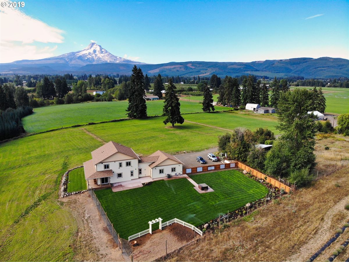 Mansions Beautiful new home with stunning Mt. Hood views