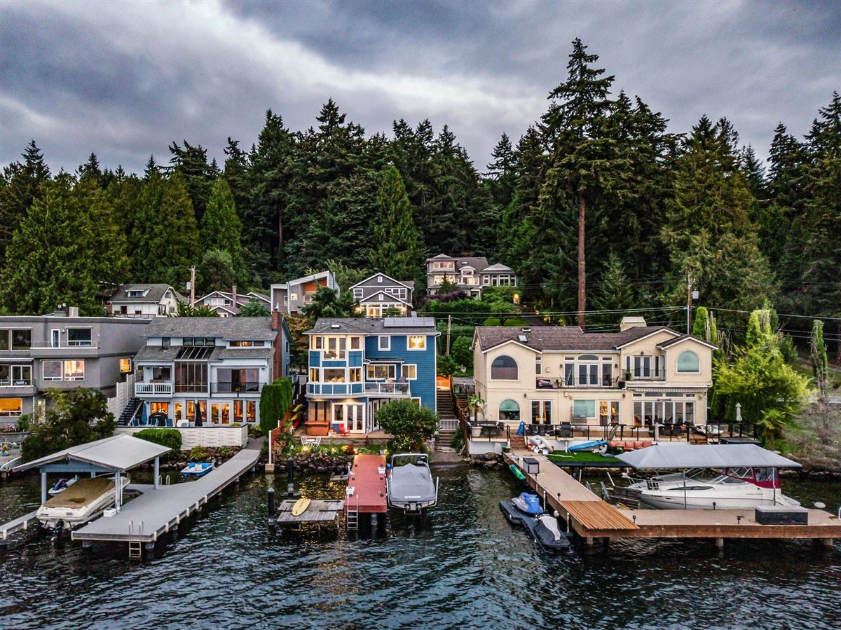 Luxury homes Storybook sunny west-facing waterfront