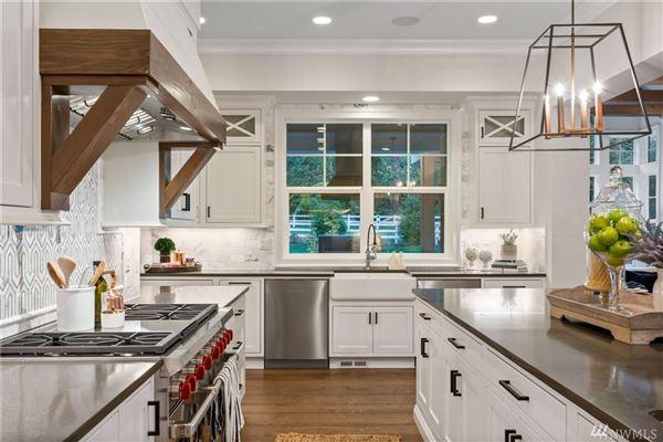 Luxurious Modern Farmhouse  luxury properties