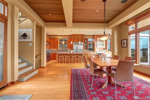 gorgeous four bedroom Northwest style home luxury homes