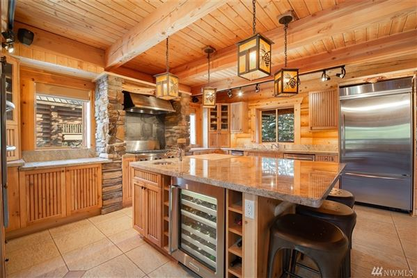 Luxury homes private mountain retreat with panoramic views