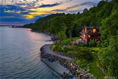 Luxury real estate Incomparable Waterfront Estate