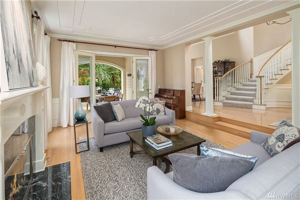 Luxury homes bright clyde hill oasis