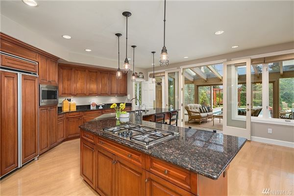 Luxury real estate bright clyde hill oasis