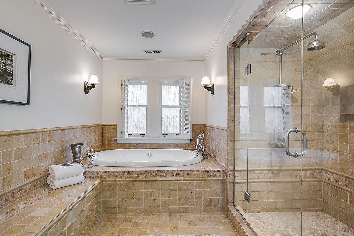 Mansions gracious 1910 Craftsman remodeled to perfection