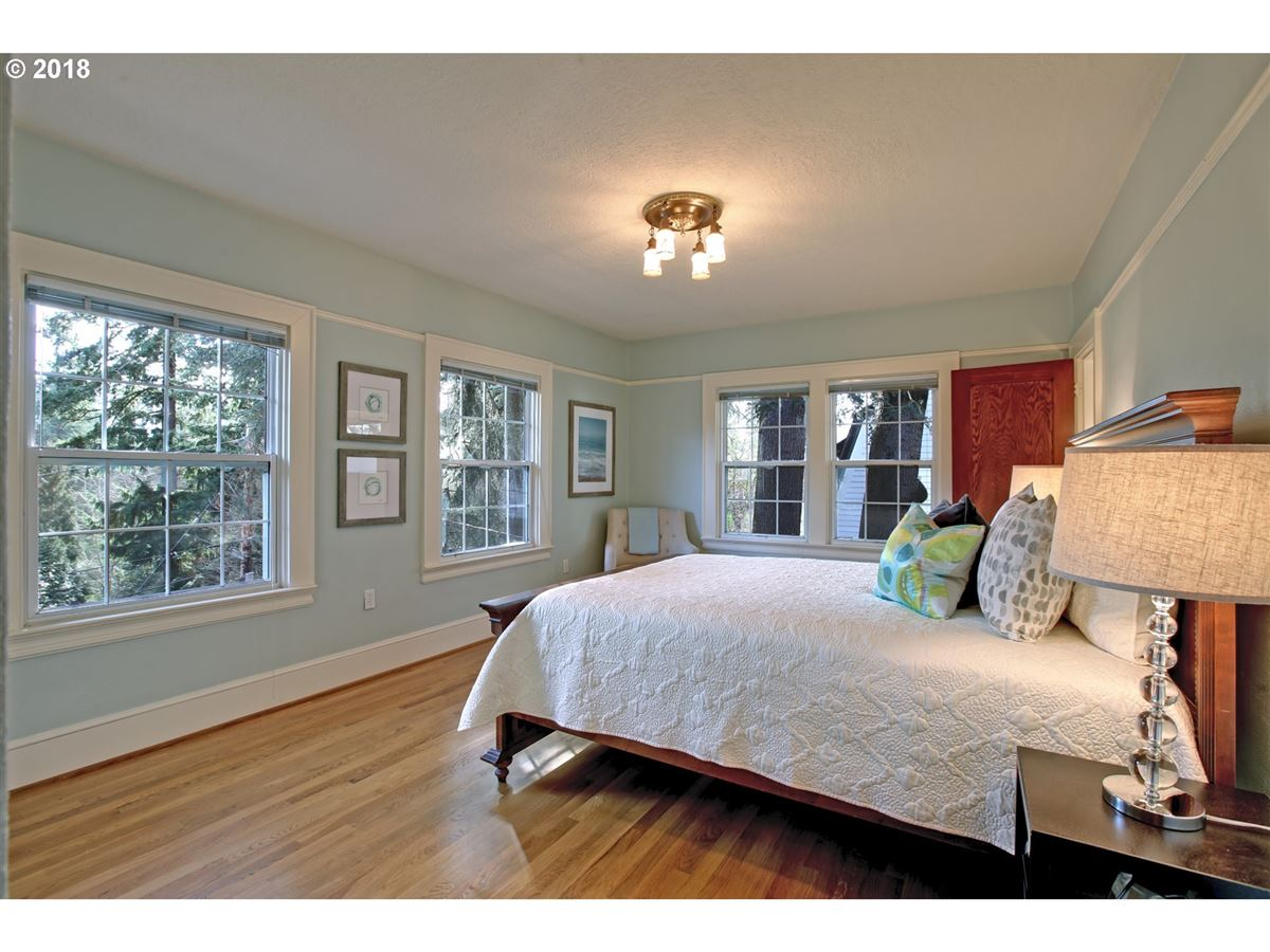 Luxury homes Laurelhurst home in great location