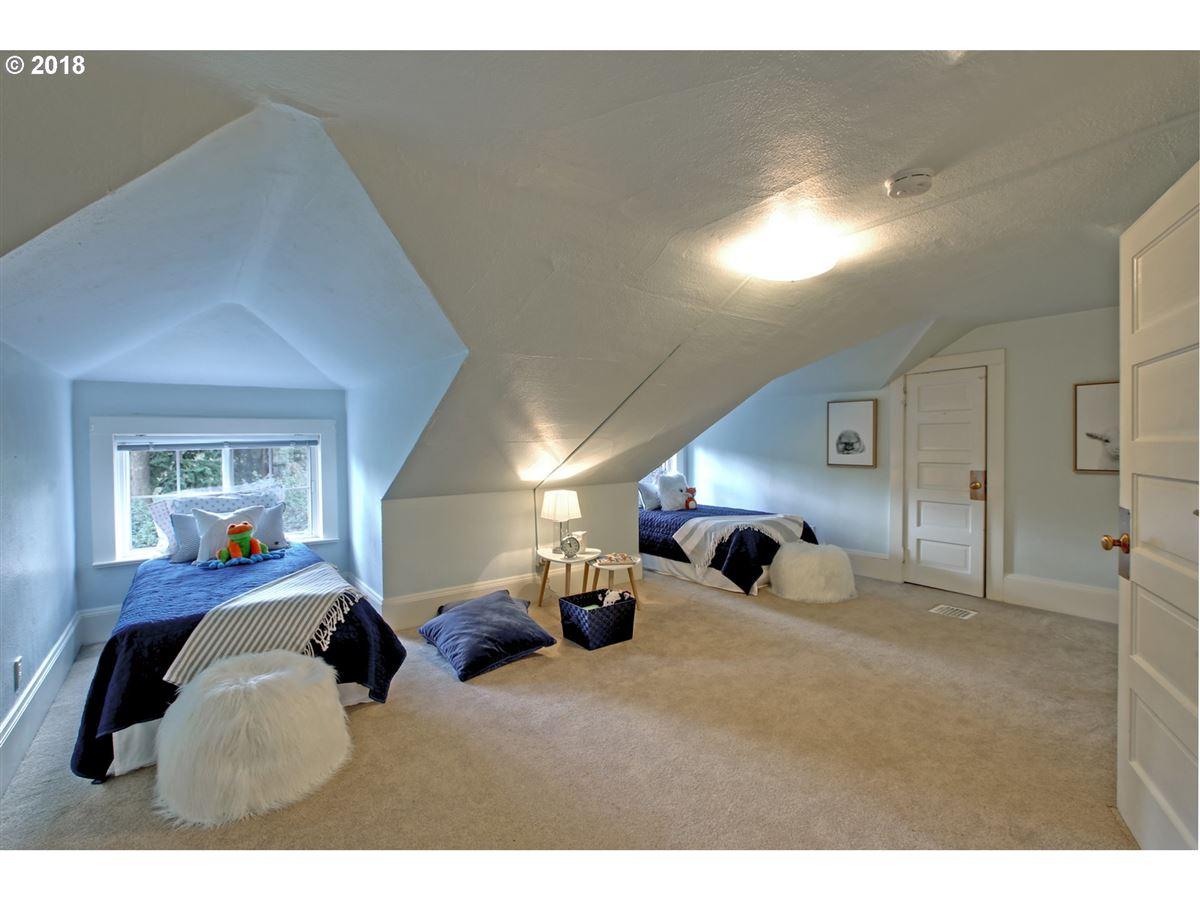 Luxury properties Laurelhurst home in great location