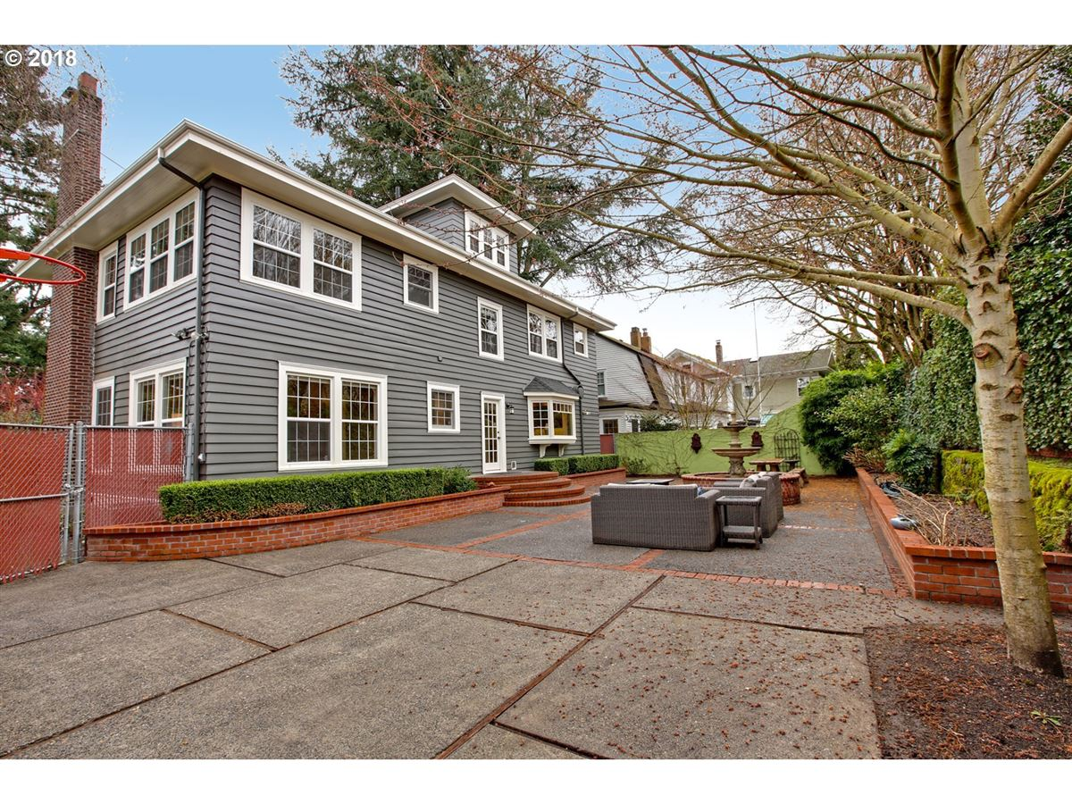 Mansions in Laurelhurst home in great location