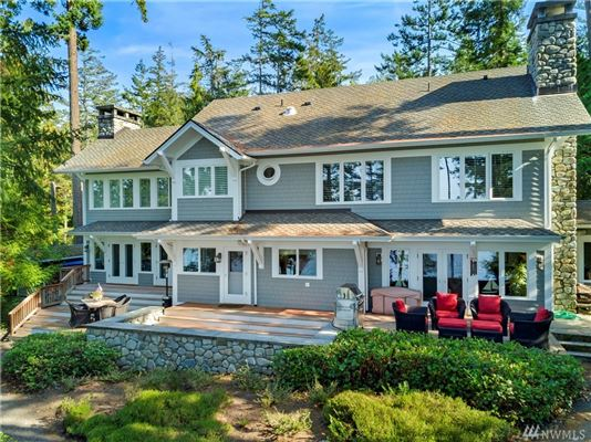 Luxury homes Secluded Craftsman style waterfront home