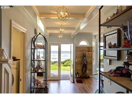 Luxury properties very special ocean front home