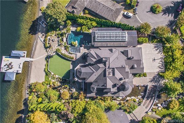 Mansions iconic Lake Sammamish estate