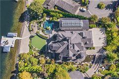 iconic Lake Sammamish estate luxury real estate