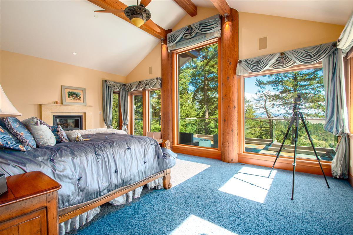 Luxury homes Majestic Eagles Nest luxury estate