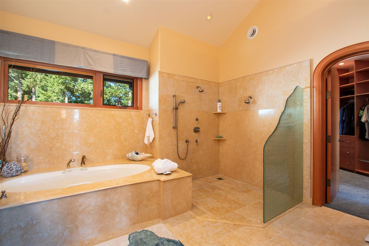 Luxury properties Majestic Eagles Nest luxury estate