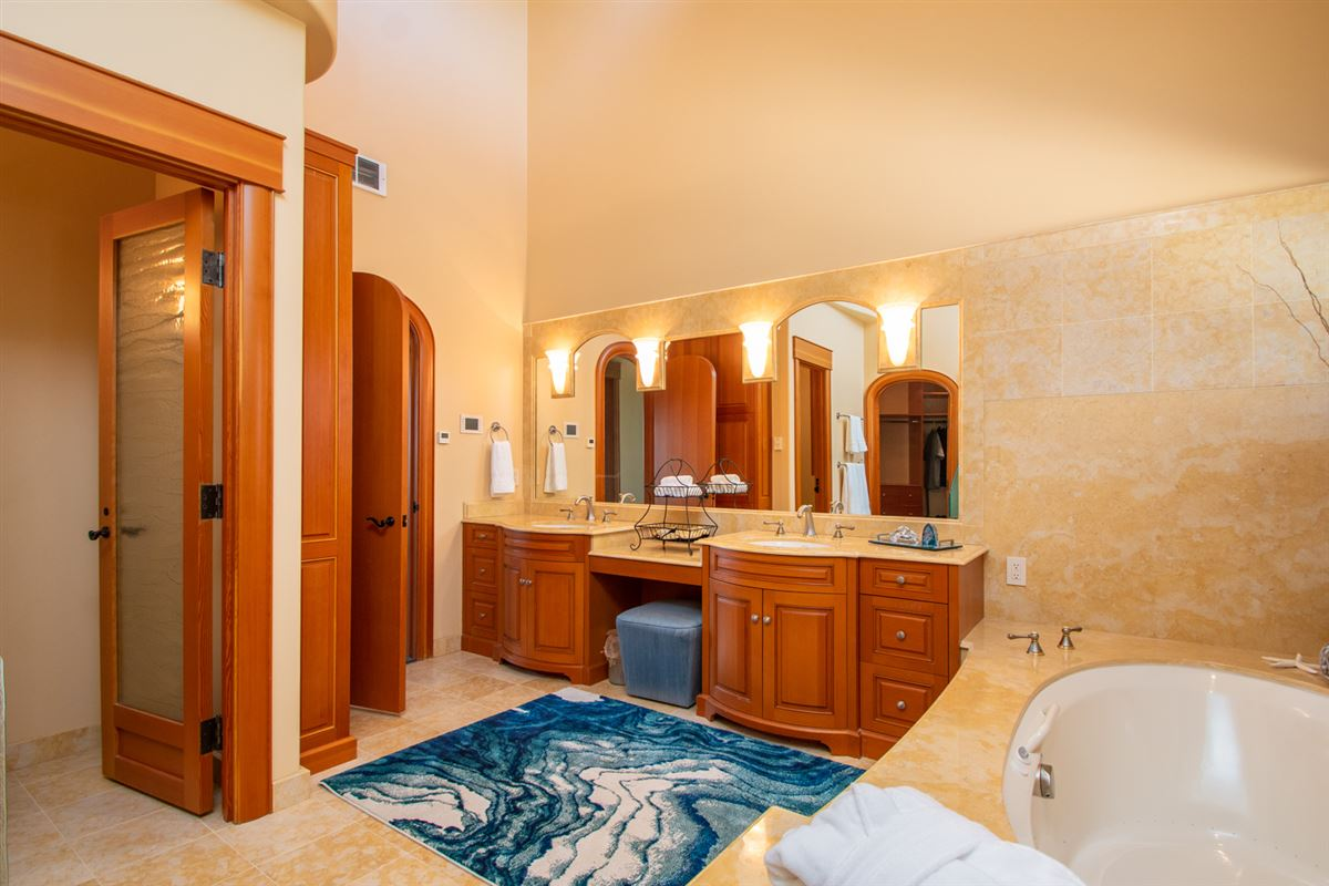 Majestic Eagles Nest luxury estate  luxury properties
