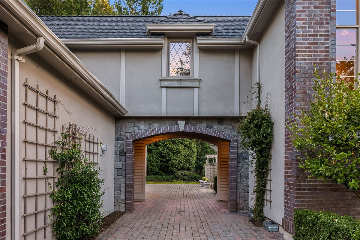 Mansions Street of Dreams home in Kirkland Hunt Club