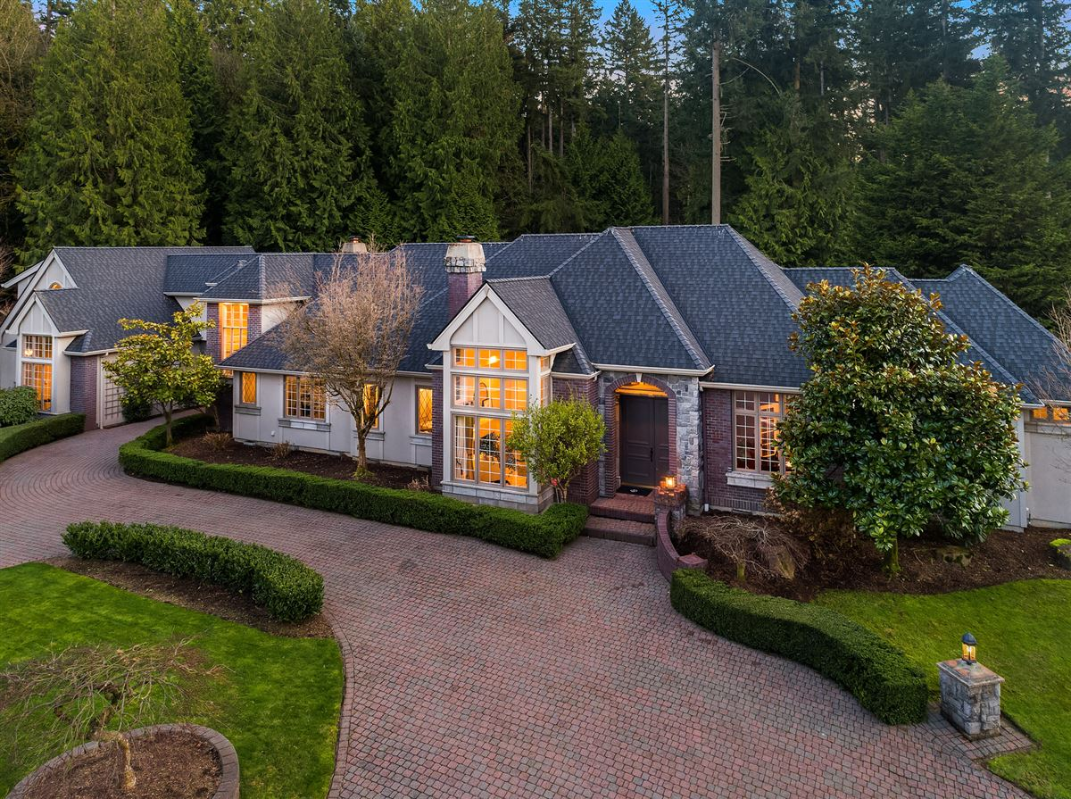 Luxury homes in Street of Dreams home in Kirkland Hunt Club