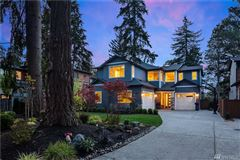 Luxury homes in ideal home and location in First Hill