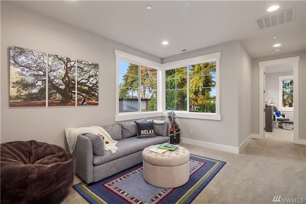 Luxury homes ideal home and location in First Hill