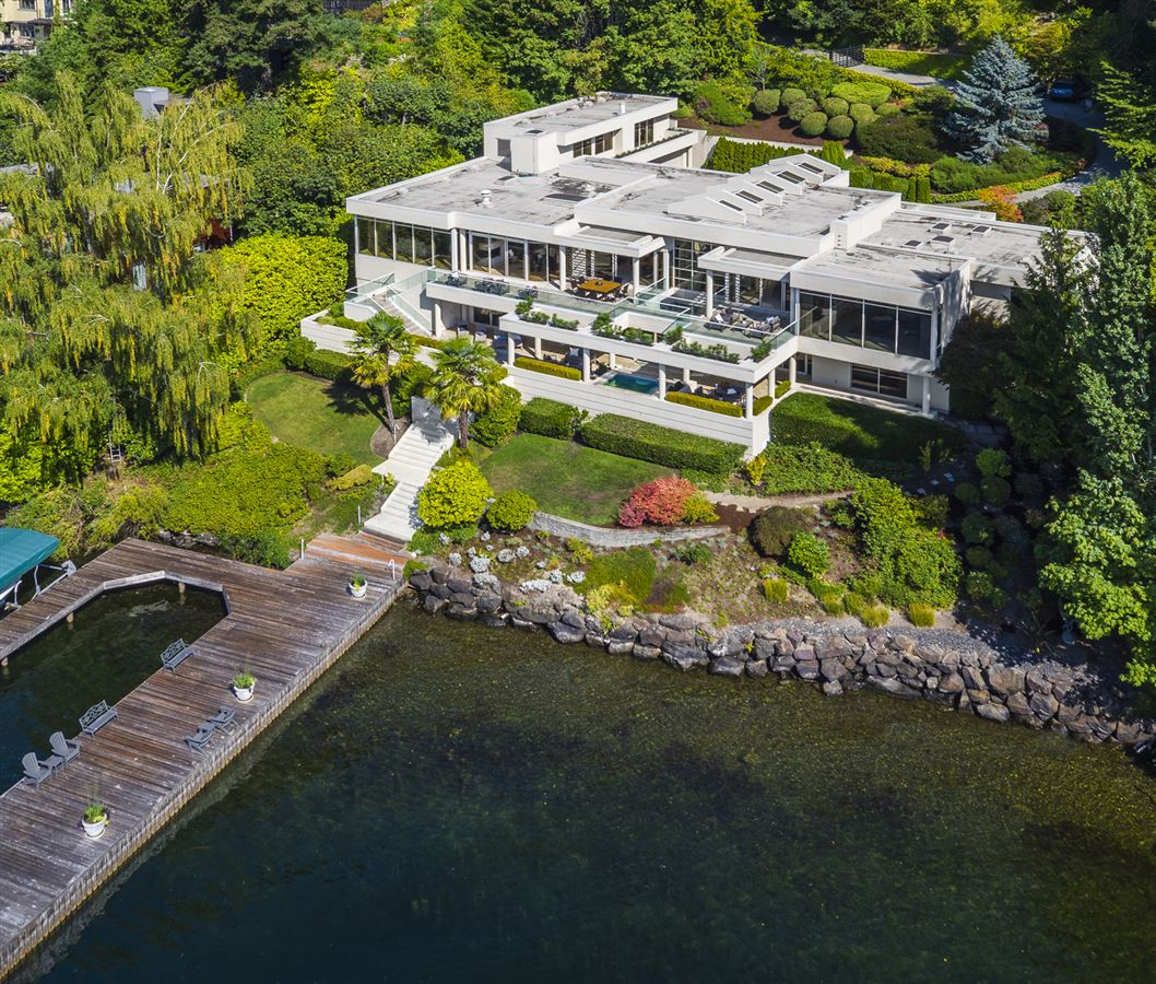 Luxury homes Timeless modern westside waterfront